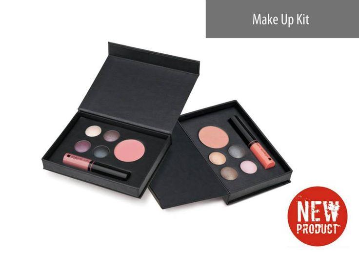 Speciaal voor jou! Mini make-up palet. Een blush, oogschaduw en lipgloss. Om zowel een unieke alledaagse als avondmake-up te creëren. www.ritaderudder.be