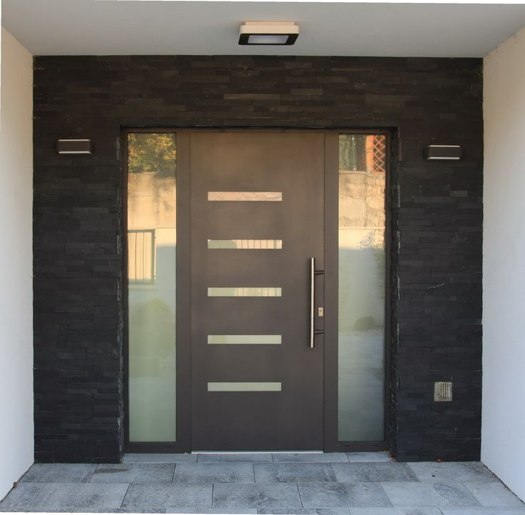 Nové vchodové dvere. Hlavne mi nehovor, že su škaredé :) http://ddtrade.sk/clanky/na-com-usetrite-pri-kupe-vchodovych-dveri-do-domu