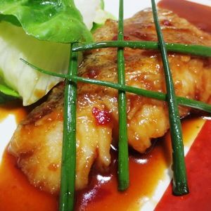 たら(鱈)のピリ辛テリヤキ+by+syu♪さん+ +レシピブログ+-+料理ブログのレシピ満載! 淡白でさっぱりした白身魚のたら(鱈)をフライパンで焼き上げ、豆板醤と胡麻油を加えたピリ辛テリヤキダレをからめました。タレさえ準備すれば、簡単でしかも時短でできる魚料理です。いつものテリヤキダレに豆板醤...
