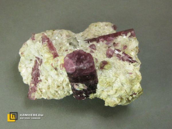 Турмалин розовый (рубеллит) с лепидолитом