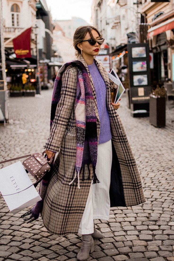 Plaid coat. Winter 2019 outfits. Street style, street