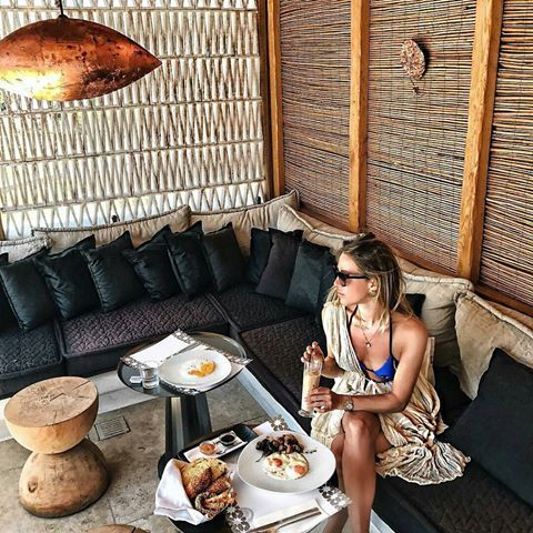 Late breakfast or early brunch? No need to rush.. just relax in your favorite cozy spot at #KenshoMykonos and imagine what the day has to offer! Thank you @karolinajez  for sharing! 😊