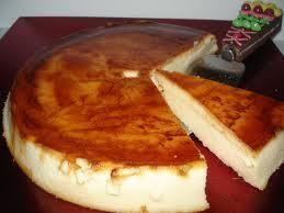 Aprende a preparar flan de queso philadelphia con esta rica y fácil receta. En una flanera poner el azúcar y dejar que se haga caramelo con el calor de la placa a...