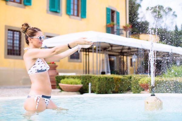 In questa calda estate sorrido cantando Riccione by TheGiornalisti - http://www.2fashionsisters.com/cantando-riccione-by-thegiornalisti/ - 2 Fashion Sisters Fashion Blog - #Bikini, #Estate, #GraziaLliani, #HitParade, #HotelVillaLaPalagina, #Look, #Riccione, #TheGiornalisti, #VillaLaPalagina