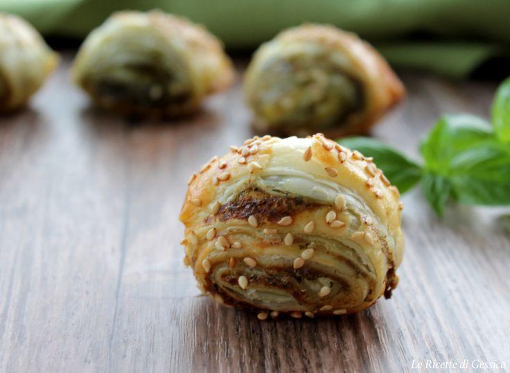 Salatini di sfoglia e pesto - Ricetta facile e veloce