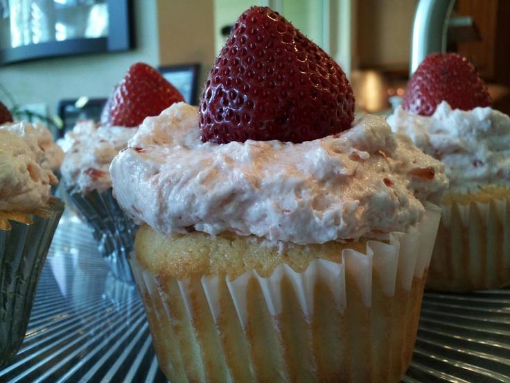 Strawberry Cupcakes: Stewart Cupcake, Cupcake Rosa-Choqu, Strawberries Cupcake Repin, Cupcakes Repin By Pinterest, Strawberries Cupcakesrepin, Strawberries Cupcakes Repin, Cupcake Repin By Pinterest, Strawberry Cupcakes, Cupcakesrepin Bypinterest
