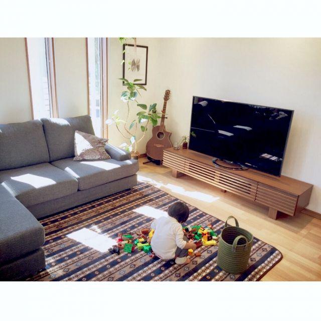 nekomusumeさんの、リビング,テレビ台,ギター,レゴ,しまむらのラグ,IKEAの額,アルテシマ,ニトリのソファー,こどもと暮らす,のお部屋写真