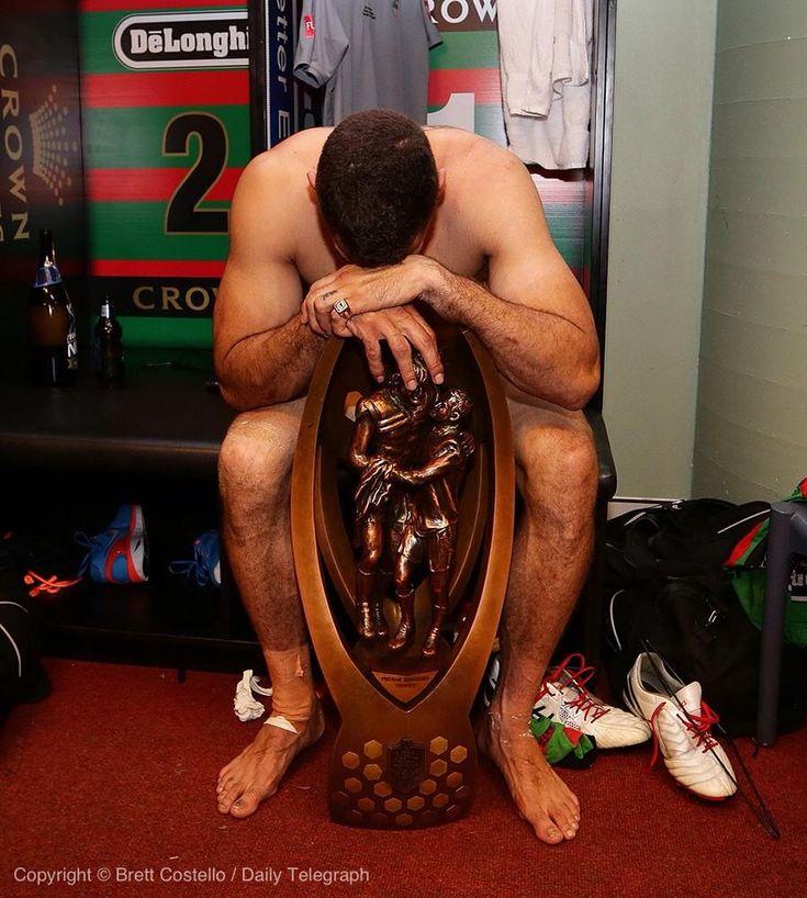 @SSFCRABBITOHS @greg_inglis with the NRL Premiership trophy #NRLGF #GoRabbitohs