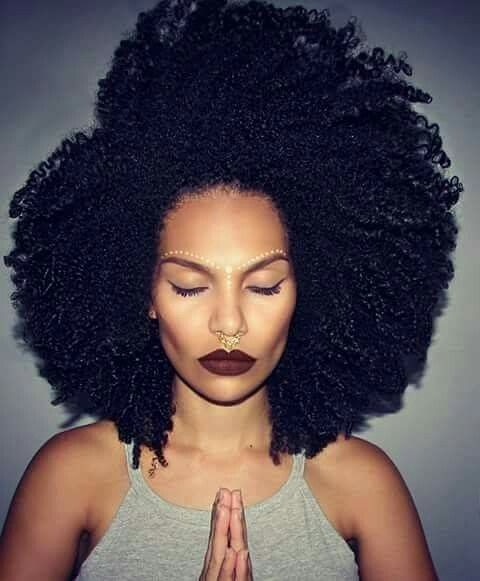 Friday's Afro Of The Day was like 'Whoa!' pictured: Loanna Novaes (@afrog4l)