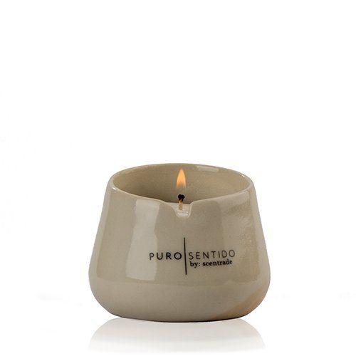Enciende una vela aromática, transforma el lugar donde te encuentras, conéctate con tu paz interior.
