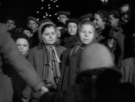 New Year/ Warsaw/ 1953 [video] (Repozytorium Cyfrowe Filmoteki Narodowej) #NewYear #1953 #Poland #Warsaw