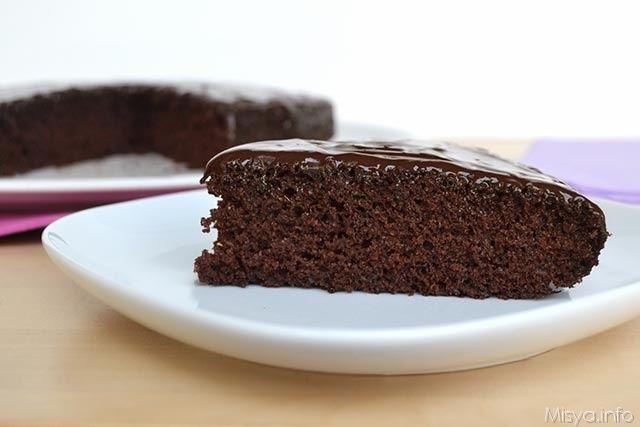 La crazy cake è la torta più stramba che ho mai provato in vita mia, mi ha subito incuriosito perchè è un dolce senza uova, senza latte,