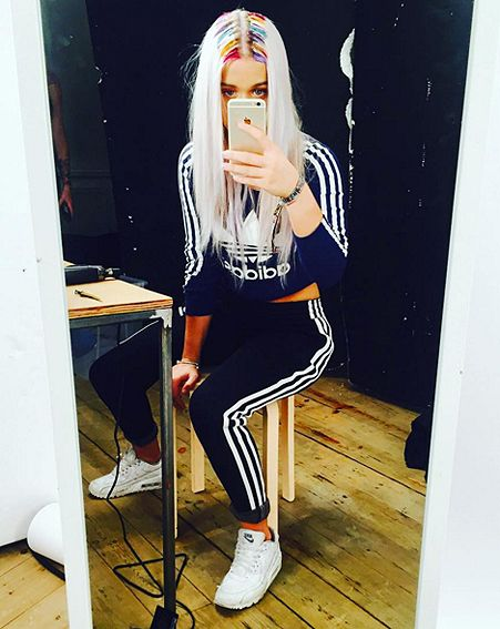 1447060979_louis-tomlinson-sister-lottie-rainbow-root-hair-trend Hairstyle Trends 2016, 2017, 2018: Move Over Ombre, The New Hair Color Look Is Rainbow Roots - How To Get