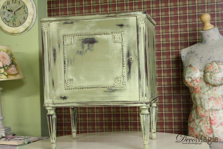 A bedside furniture painted with chalk paint, Pentart Dekor Paint Soft