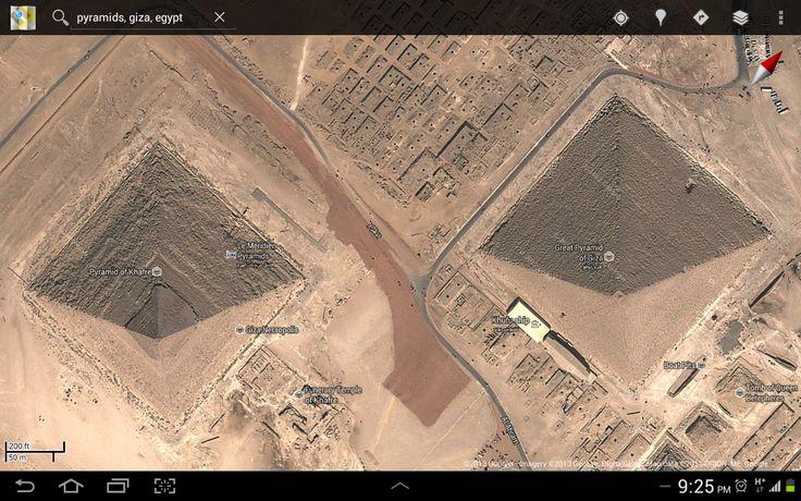Piramid dibuat daripada tanah liat dibakar..seni bina kuno.