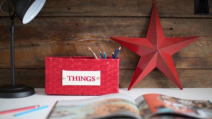 Chambre d'enfant nautique - K intérieurs, Étoile rouge, Lampe sur table, Mur de bois de grange