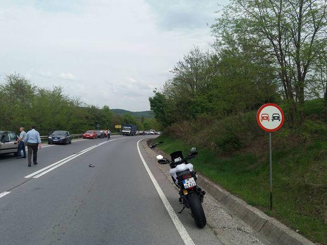 Motorbalesetben életét vesztette csütörtökön egy 22 éves marosvásárhelyi fiatalember. A baleset az E60-as úton történt, Koronka és Ákosfalva között; az áldozat 150 méteren át gurult az úttesten. http://ahiramiszamit.blogspot.ro/2017/05/motorbalesetben-eletet-vesztette.html