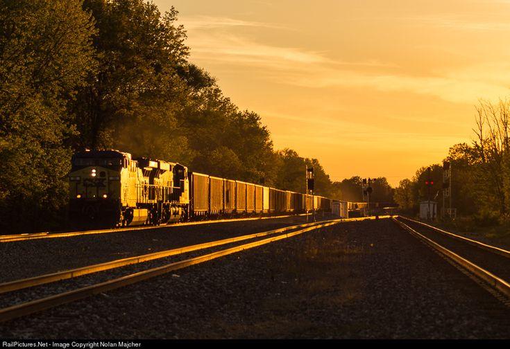 RailPictures.Net Photo: CSXT 36 CSX Transportation (CSXT) GE AC4400CW at Clinton, Ohio by Nolan Majcher