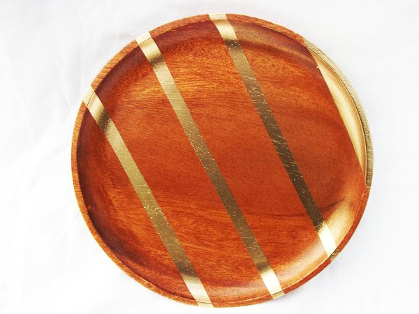 gold spray paint can go a long way.Diy Ideas, Gold Sprays Painting, Wooden Bowls, Dinner Plates, Gold Painting, Wooden Trays, Cars Accessories, Painting Ideas, Gold Stripes