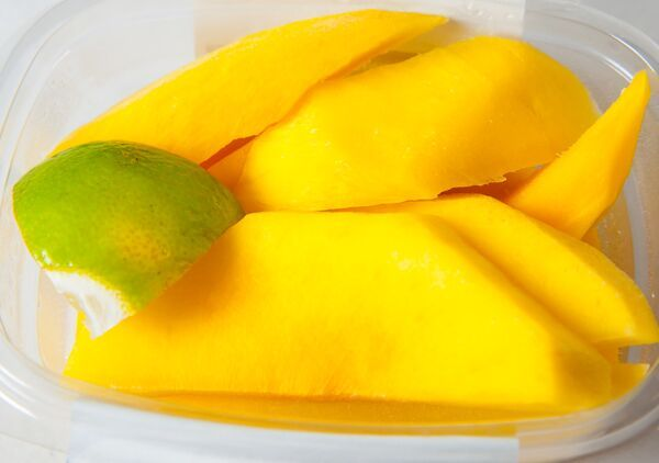 Fancy a mango? Come get your slices at #TreatsAndFoods. http://bit.ly/1JdlBOa