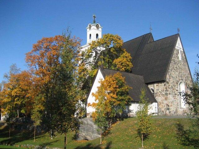 Rauman Pyhän ristin kirkko Kirkon ruskakuva.jpg (640×480)