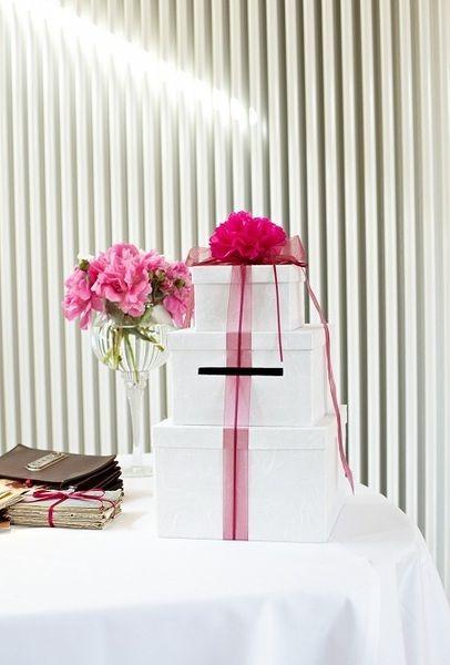 Einfach und schön! Diese PomPoms sind der Extrakick, um jeden Raum oder eine Hochzeit erstrahlen zu lassen.  Sie sind eine zauberhafte Dekoration f...