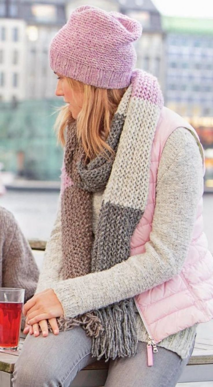 Вязаный шарф из меланжевой пряжи спицами