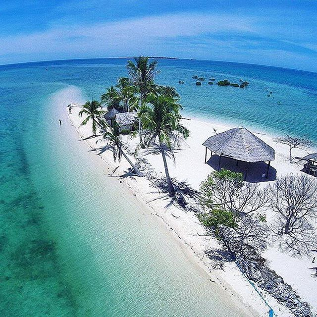 Isla Puting Buhangin, Puerto Princesa, Palawan Photo by @imvann  Have a #AwesomeLifeStyle