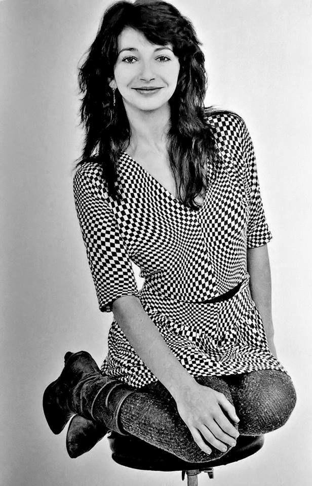 Kate Bush looking very Mod