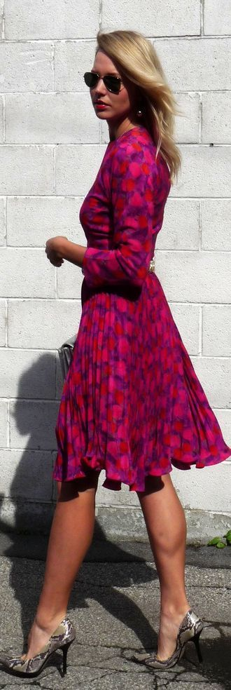 A very cheerful colour and dress