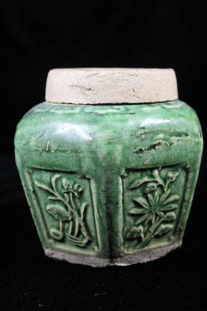 Green Chinese Ginger porcelain jar with original rare cover lid crica 1850