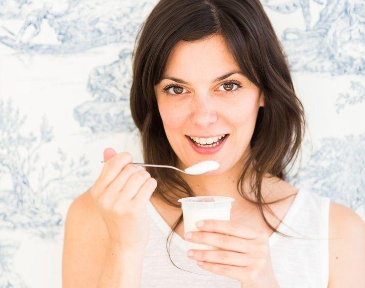 """Je dvakrát taký drahý ako bežný jogurt a niekedy až trikrát """"tučnejší"""". Tak prečo je teda grécky jogurt v poslednej dobe taký vyzdvihovaný a dokonca odporúčaný ako diétne jedlo?"""