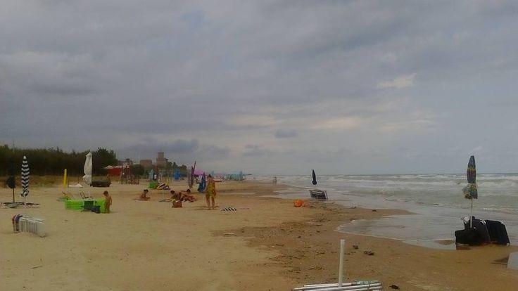 Oggi il nostro mare si sente un po' arrabbiato... alcune nuvole solcano il nostroo cielo... ma le temperature sono molto gradevoli ed estive :D :D :D #camping #international #abruzzo #mare #adriatico #maremosso #vacanze2015 #estate