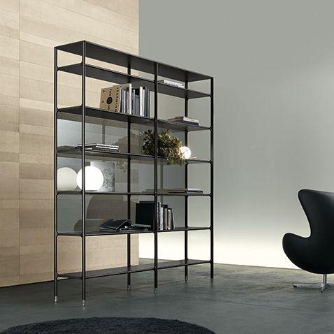 bookcase Wind in black aluminium fi nishing, back panels in refl ecting grey glass.