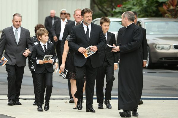 Russell Crowe Photos - Martin Crowe Funeral Service - Zimbio