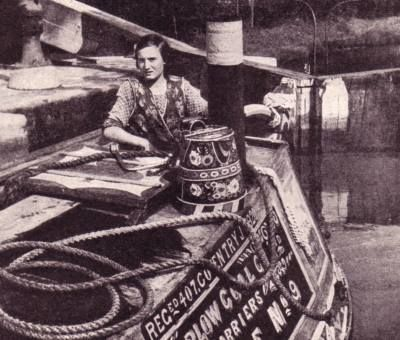 Narrow boat entering a lock in the 1930s