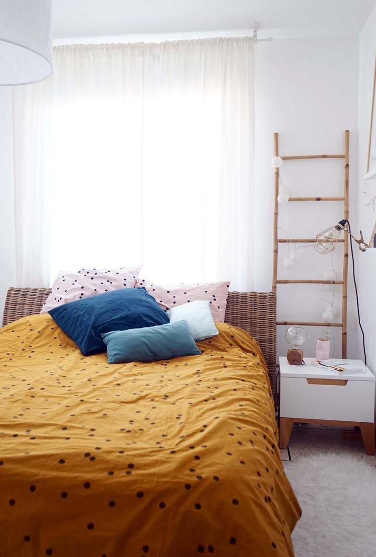 Les 25 meilleures id es de la cat gorie lit sous fen tres for Assi dans la fenetre de ma chambre