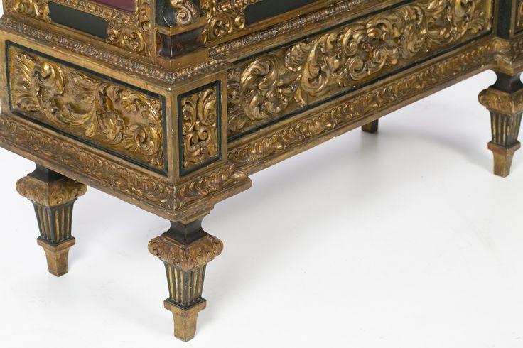 Vitrina espa ola en madera tallada dorada y policromada - Muebles siglo xviii ...