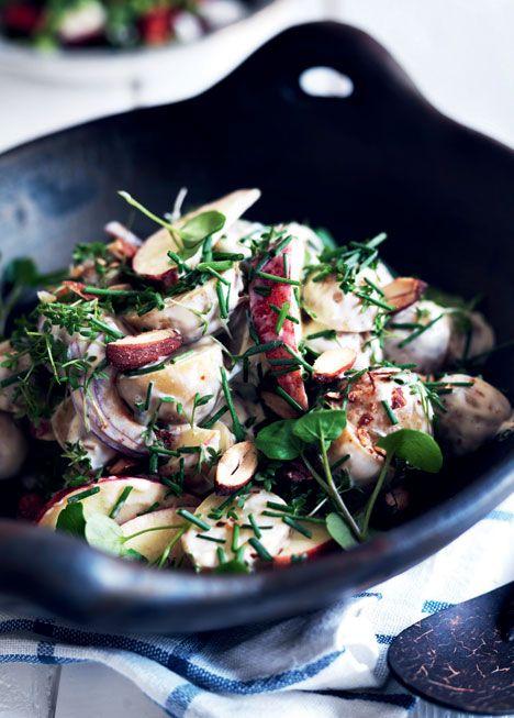 Kartoffelsalat med æbler, kapers og urter