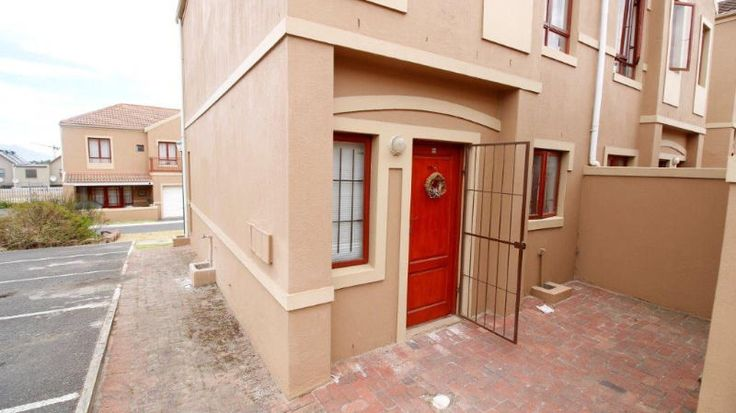 This duplex is perfect for the lock up and go lifestyle. Controlled access give you peace of mind.Located in a peaceful area this gives you the serenity you need.Its neat is nifty its a winner!!Property Information2 Bedrooms 1 Bathroom 1 Garage1 Parking 1 Lounge Erf size: ±180 m² Building size: ±108 m² Sectional title levy: R 925
