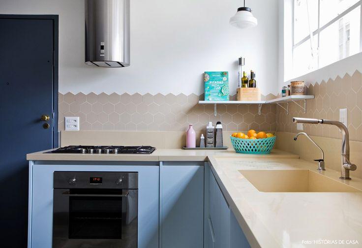 25-decoracao-cozinha-azulejo-hexagonal-armarios-azuis