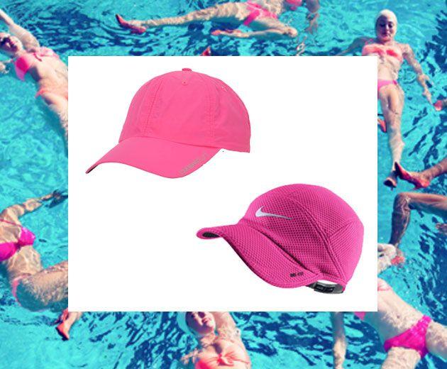 Boné rosa pra quem pratica esportes: Oxer Speed rosa chiclete liso (R$ 49,99 na Centauro) e Nike, acolchoado em um tom mais escuro (R$ 69,90 no site da marca)
