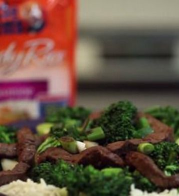 Beef and Broccoli Stir-Fry with Jasmine Rice   This protein-packed meal is ready in less than 15 minutes!   via @SparkPeople #food #recipe #dinner