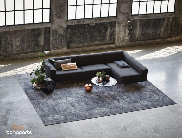 Een prachtig vloerkleed met luxueuze uitsraling #rugs #interior #wooninspiratie #vloerkleed #desso #industrial #styling