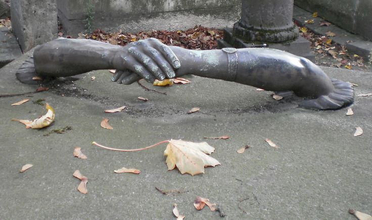 HAND IN HAND, Père Lachaise cemetery, Paris.   Grangeburn   Flickr