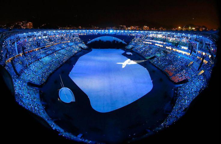 Estádio do Maracanã recebe público antes do início da cerimônia de abertura dos Jogos Olímpicos Rio 2016