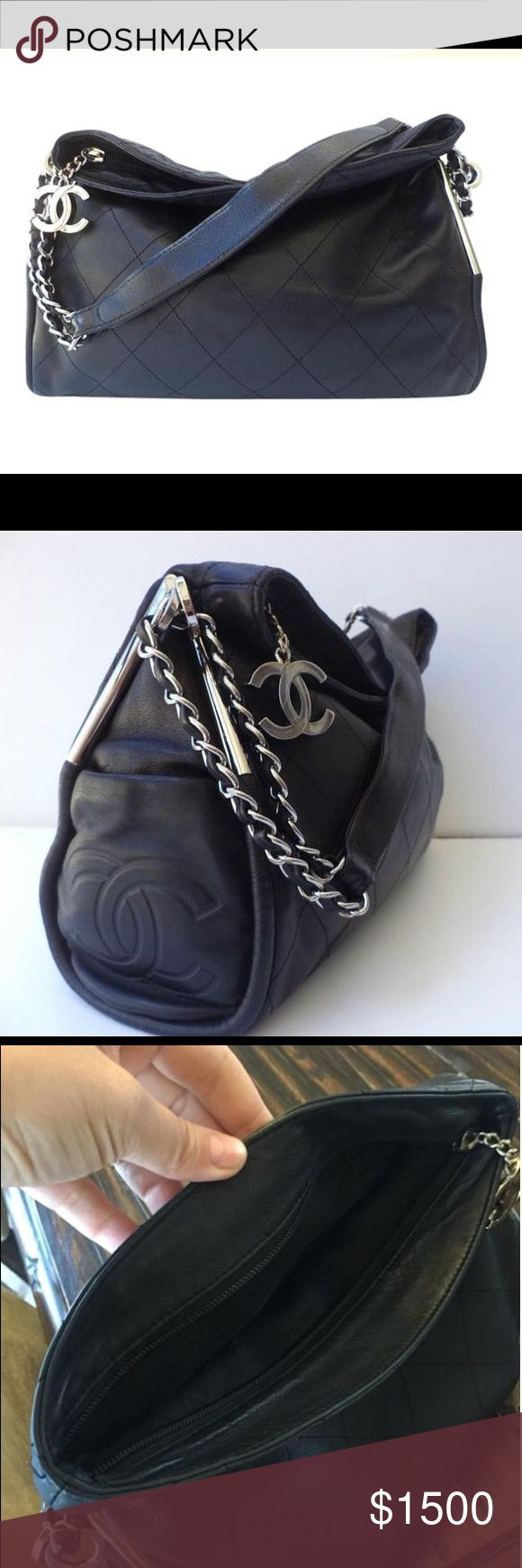 Chanel shoulder bag Beautiful Chanel shoulder bag in good condition preowned, no stains, no odors, no scratches to the leather, sorry no dust bag available or box. CHANEL Bags Shoulder Bags