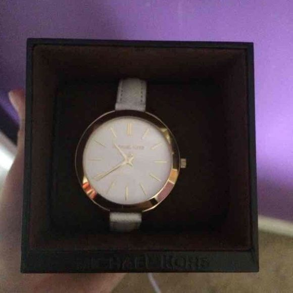 White Michael Kors watch Genuine white leather. No scratches. Only flaw is showed in pic, the discoloration is not that noticeable when worn and I'm sure leather cleaner will take it out Michael Kors Accessories Watches