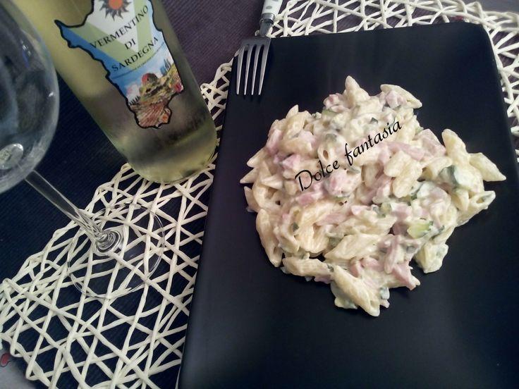 Un primo piatto veloce per pranzo o cena? Eccole le Mezze penne zucchine prosciutto cotto e vodka,facilissime veloci ma ottime. Se tornate tardi o volete u