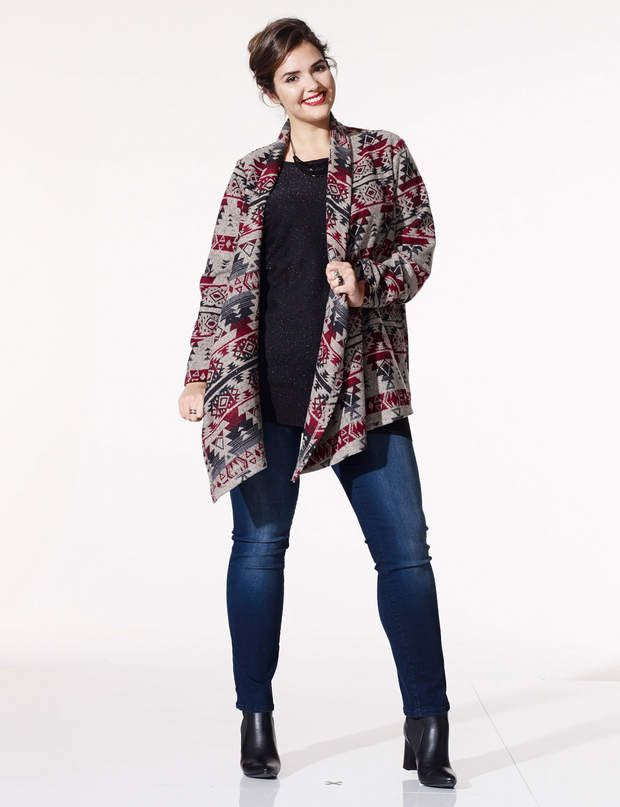 Mode ronde : Friday wearManteau, 34,99 €. Jean, 18 €. Boots, 24,99 €. Le tout Kiabi.